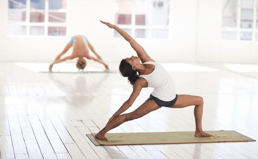 Cos'è il Power Yoga e perché potrebbe aiutarvi a stare meglio